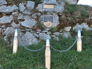 Spominski znak na Kumu