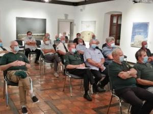 Zaradi COVID-19 je bilo število gostov omejeno.