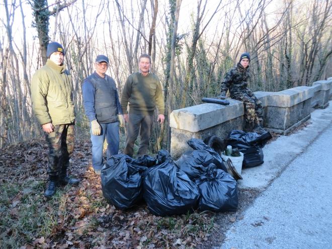 25.12.2014 - Odvoz smeti izpod mosta pri Hlevniku