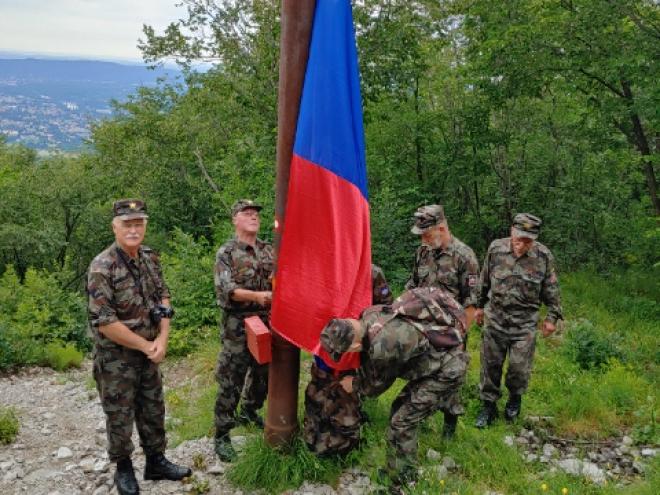 Zadnji pregled pred dvigom zastave......