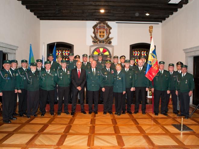 Skupinska slika v viteški dvorani gradu Dobrovo po končani slovesnosti